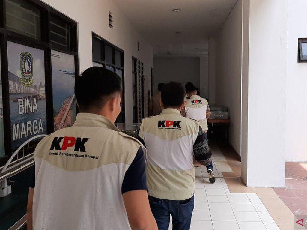 Geledah Kantor Dinas PU-Disdik Kepri, KPK Sita Dokumen Laporan Bulanan