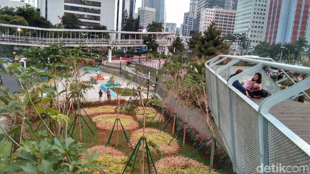 Foto: Taman yang Rindang di Dukuh Atas