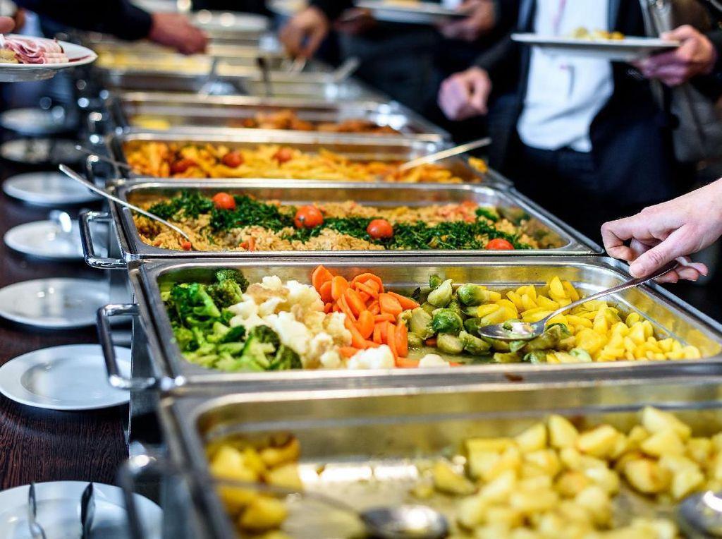 Viral Rebutan Rendang, Ini Etika Makan Prasmanan di Kondangan
