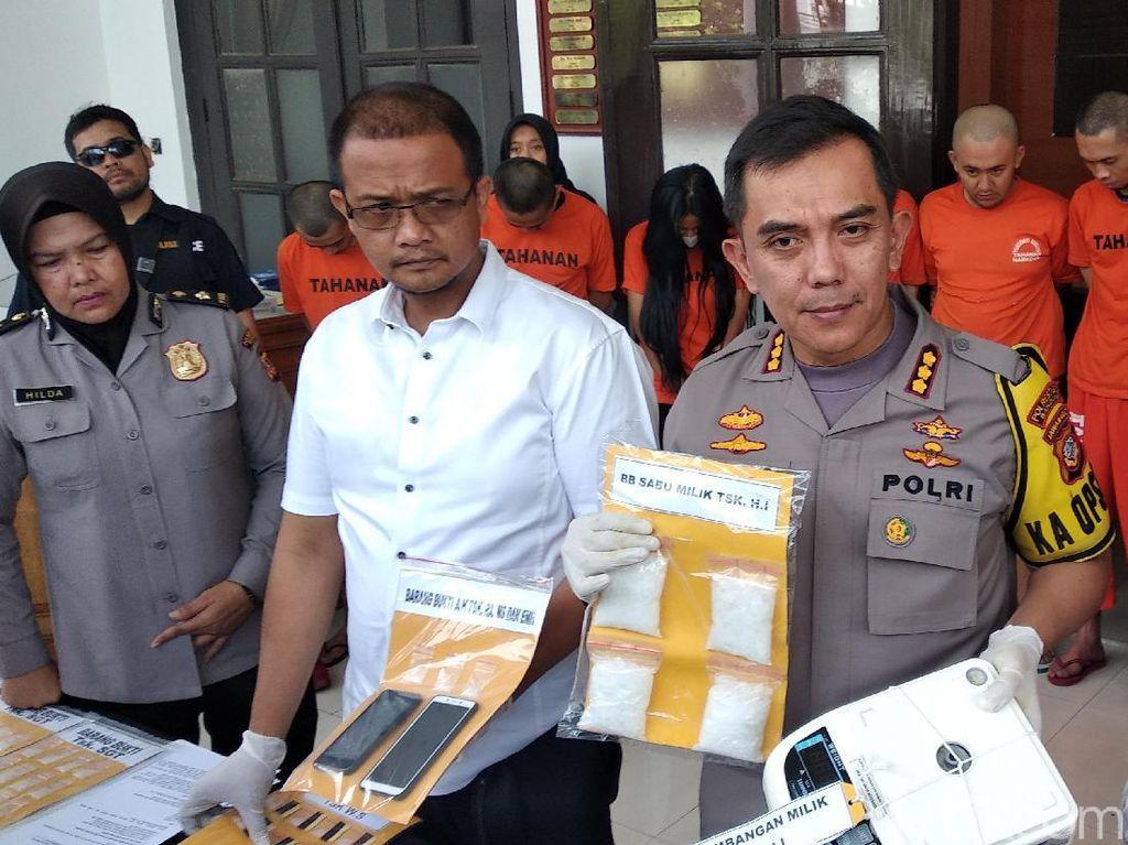 Polisi Tangkap 24 Budak Narkoba di Bandung