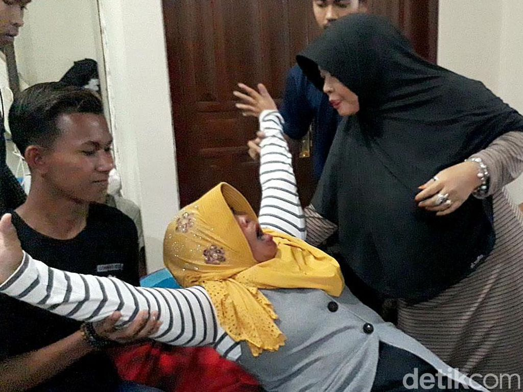 Melihat Pengobatan Alternatif Ala Ningsih Tinampi di Pasuruan