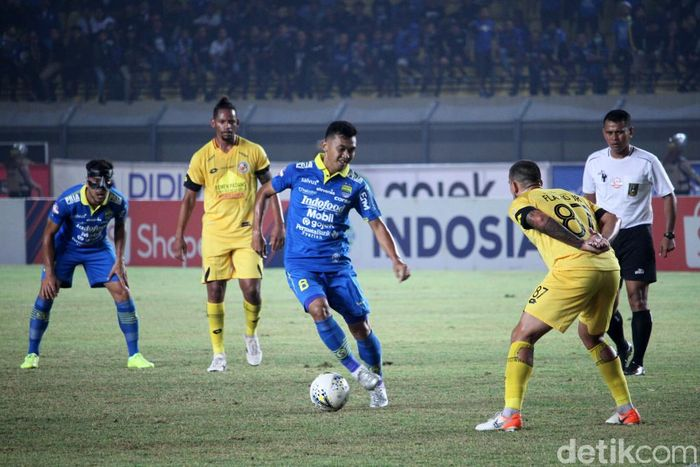 Pertandingan Persib Bandung vs Semen Padang dihelat di Stadion Si Jalak Harupat, Soreang, Rabu (18/9/2019) malam WIB.