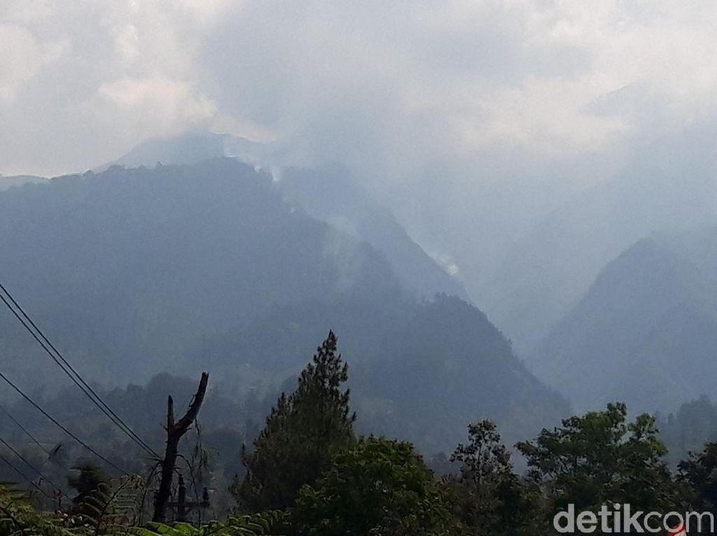 Hutan di Merbabu Terus Berkobar, Kenapa Tak Dilakukan Water Bombing?