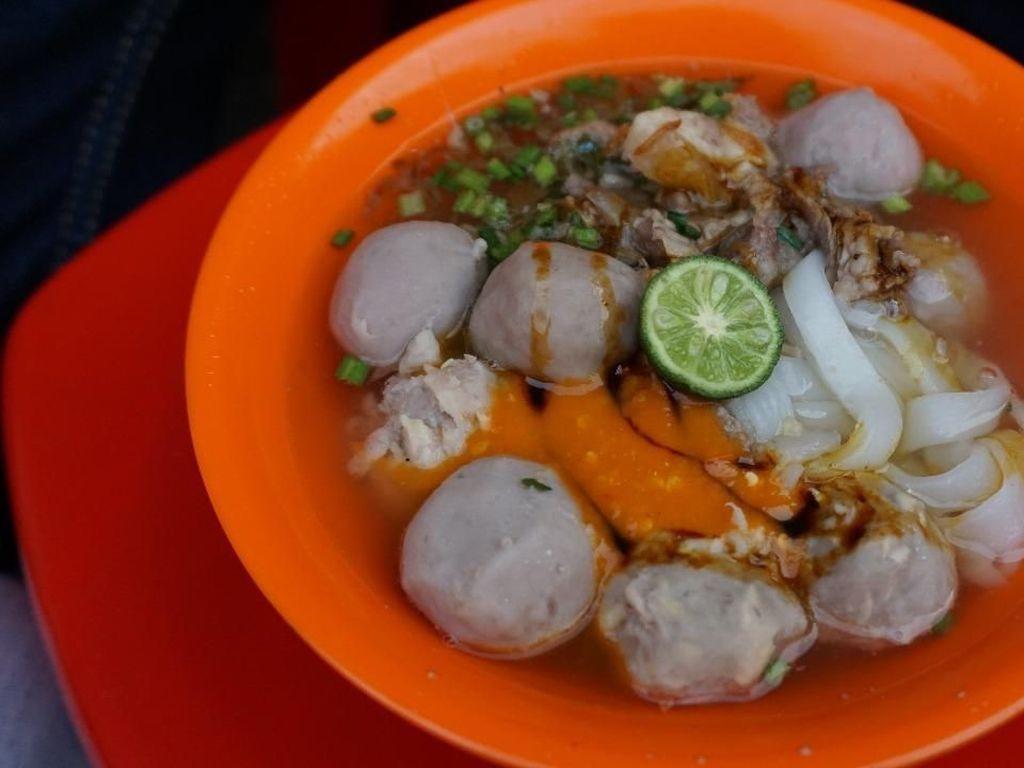 Ada Kuliner Enak Dekat Halte-halte Transjakarta Nih!