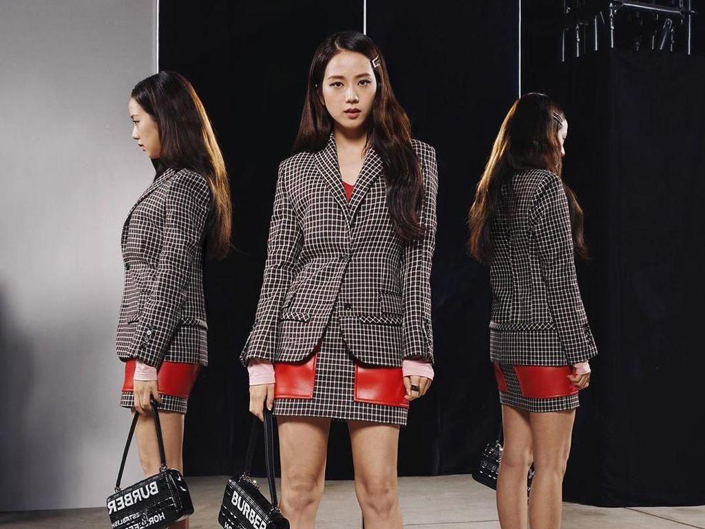 Intip Gaya Stylish Jisoo Blackpink Nonton Fashion Show Burberry