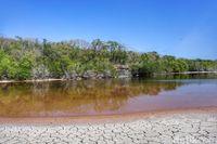 Danau Merah di Pulau Ndana (Afif Farhan/detikcom)