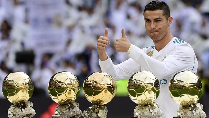 Real Madrids Portuguese forward Cristiano Ronaldo poses with his five Ballon dOr trophies ahead of the Spanish league football match between Real Madrid and Sevilla at the Santiago Bernabeu Stadium in Madrid on December 9, 2017. (Photo by PIERRE-PHILIPPE MARCOU / AFP)