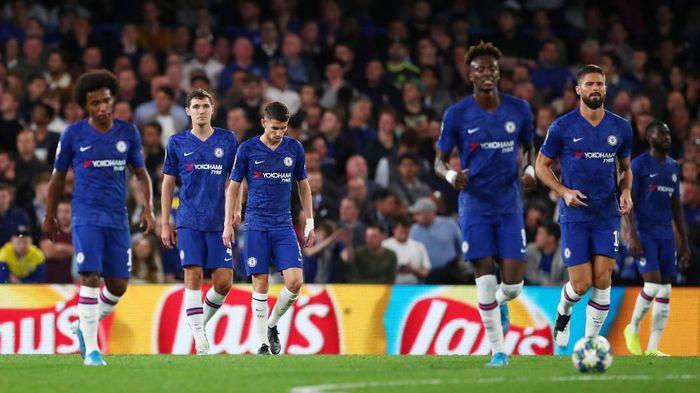 Chelsea mencari pelampiasan di laga melawan Liverpool usai kalah di Liga Champions (Foto: Eddie Keogh/Reuters)