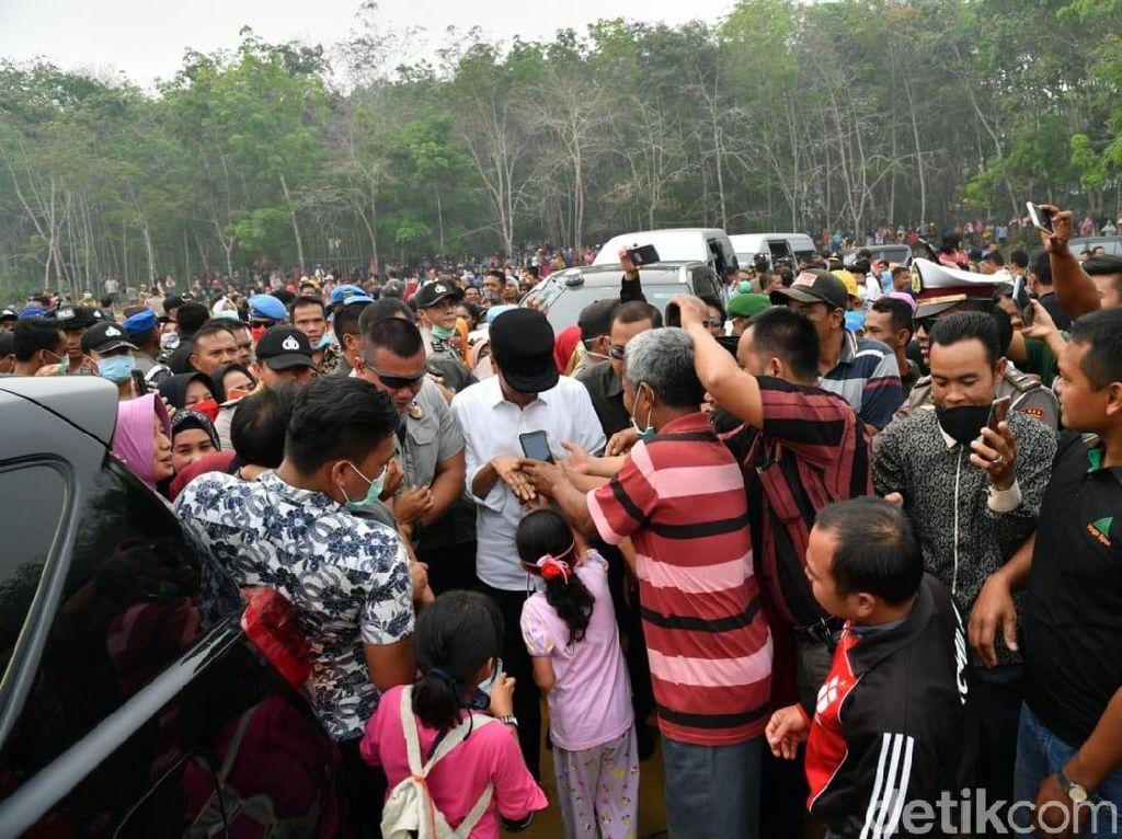 Jokowi Pakai Land Cruiser Sewaan Tinjau Karhutla di Riau