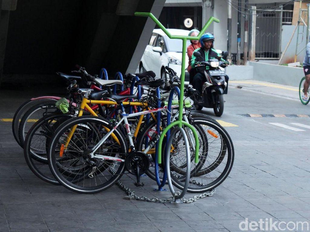 Menantikan #ParkiruntukSepeda di Stasiun KRL: Yang Penting Aman-Nyaman