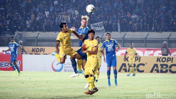 Persib Bandung imbang 1-1 dengan Semen Padang. (Foto: Wisma Putra)