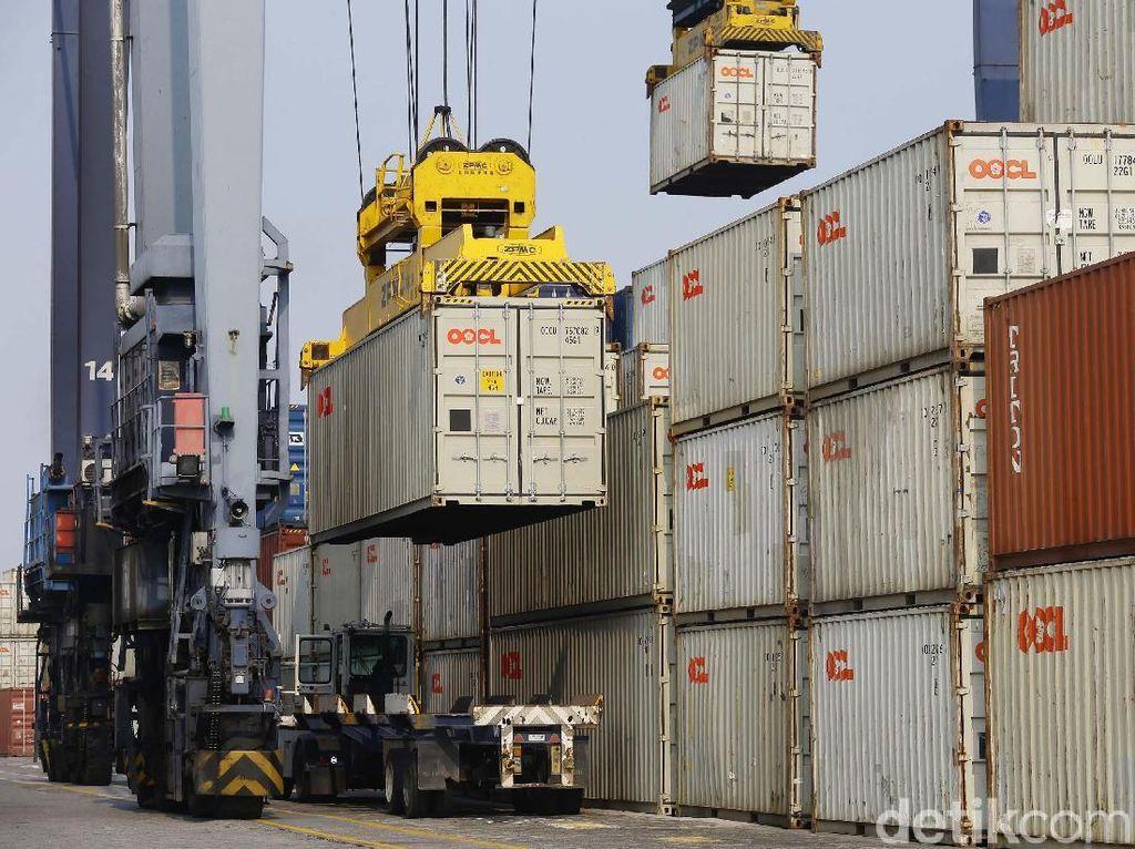 Ekspor Impor Digempur Corona, Arus Peti Kemas di Tanjung Priok Anjlok