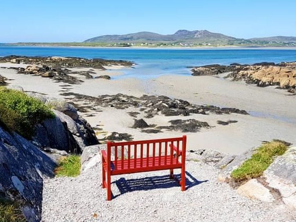 Kursi Pantai Ini Dijual Rp 8,7 Miliar, Apa Istimewanya?
