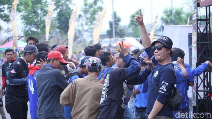 Pendukung Persib Bandung mulai memadati Stadion Si Jalak Harupat (Wisma Putra/detikSport)