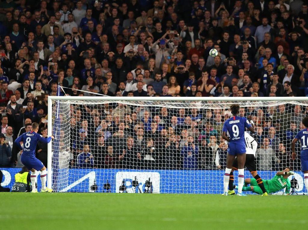 Rebutan Penalti Barkley-Willian dalam Kekalahan Chelsea