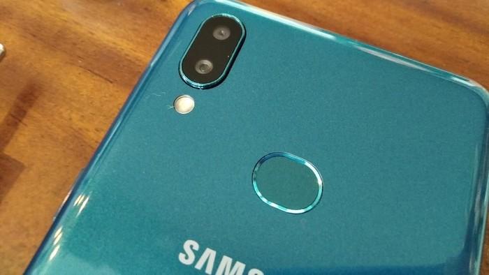 Ponsel Samsung. Foto: detikINET/Aisyah Kamaliah