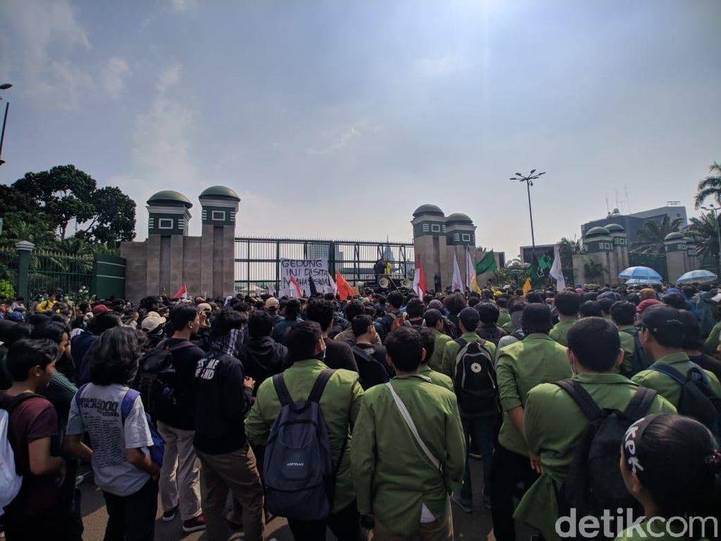 Tolak Revisi UU KPK, Mahasiswa Gelar Mosi Tak Percaya DPR
