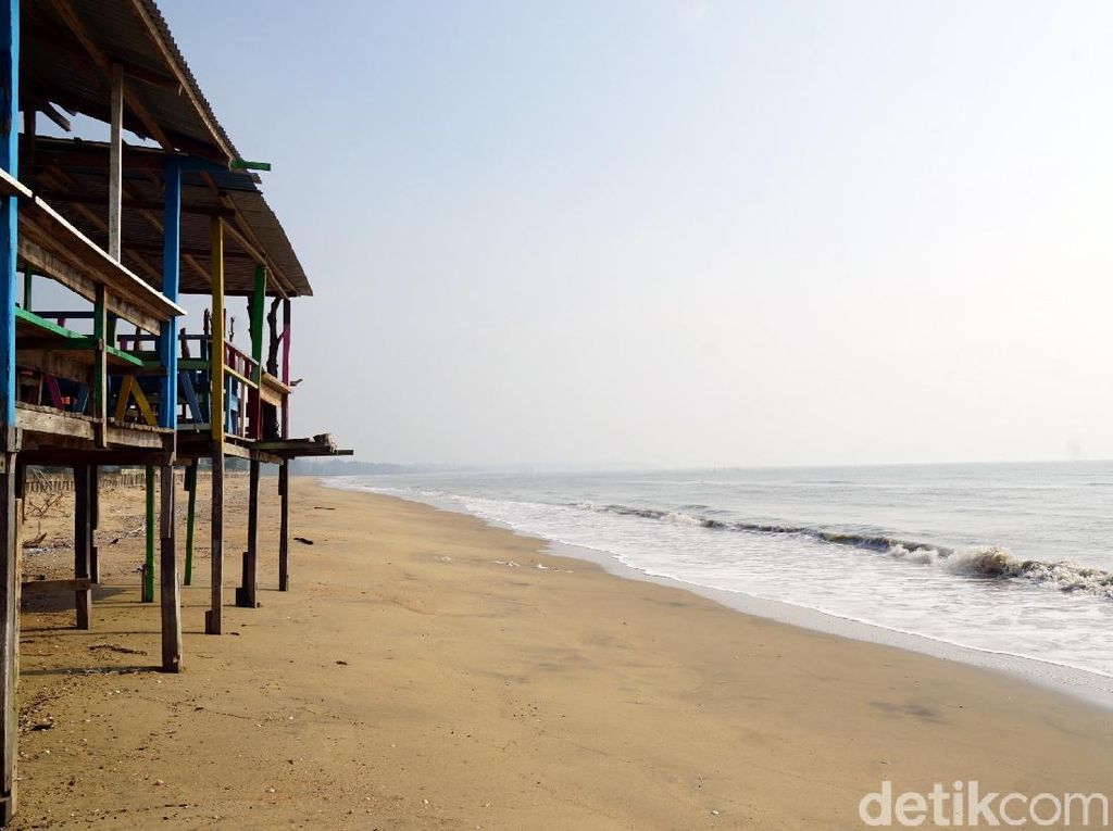 Melepas Lelah di Pantai Nipah-nipah, Ancolnya Ibu Kota Baru
