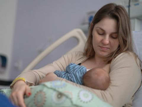 Pro-Kontra Ibu Tetap Menyusui Saat Hamil