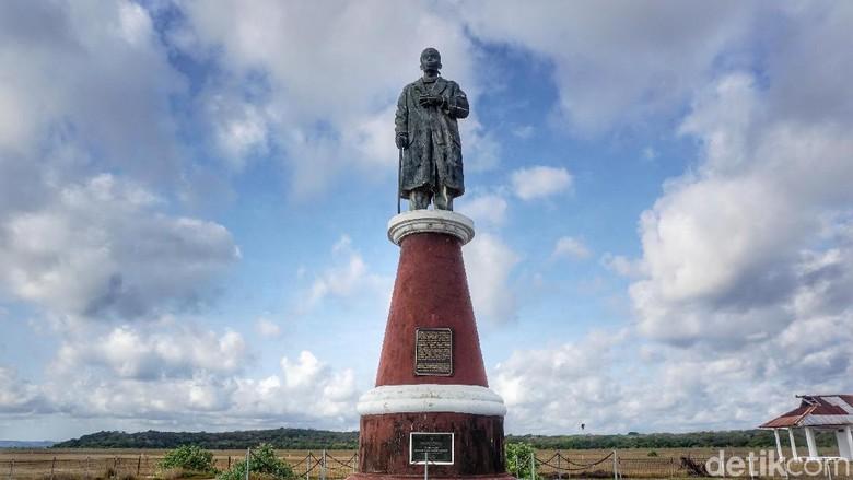 Patung Jendral Soedirman di Pulau Ndana (Afif Farhan/detikcom)