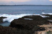 Pulau ini dikenal akan ombaknya (Randy/detikcom)