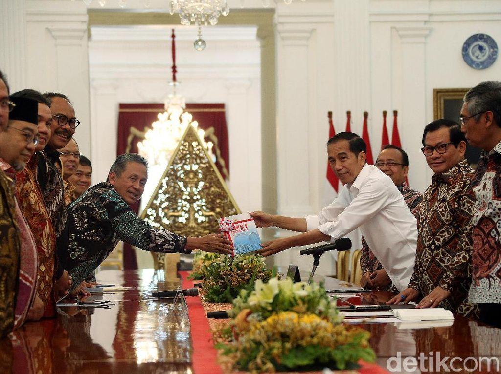 Jokowi Juga Terima Laporan Keuangan Garuda yang Dipoles