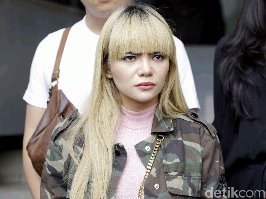Dituduh Bikin Rusak Hidung Barbie, Dinar Candy: Halu Banget