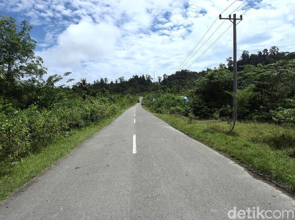 Menjajal Mulusnya Jalan di Pulau Terluar Indonesia