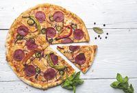 Kini Makin Banyak Restoran Memotong Pizza dengan Gunting