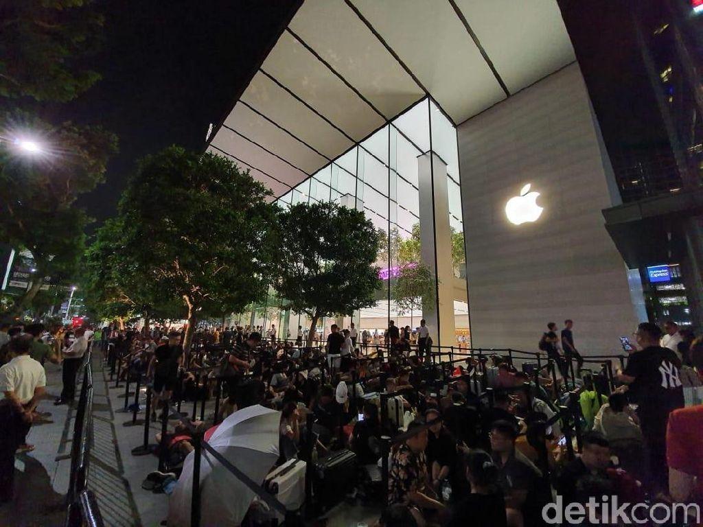 Rela Begadang Demi iPhone 11 di Singapura