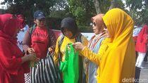 Candi Borobudur Perangi Kantong Plastik