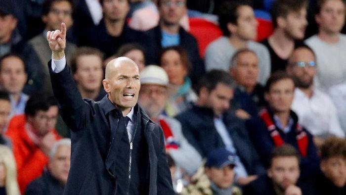 Zinedine Zidane mengakui PSG bermain lebih baik ketimbang Real Madrid. (Foto: Charles Platiau/REUTERS)