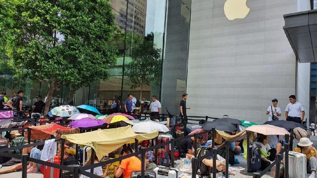 Panas Terik Tak Halangi Apple Fanboy Antre iPhone 11