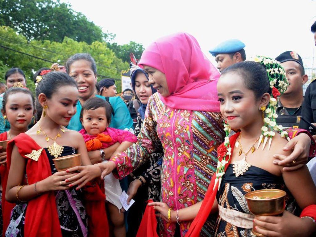 Hadiri Festival Seni Keagamaan Hindu, Ini Pesan Gubernur Khofifah