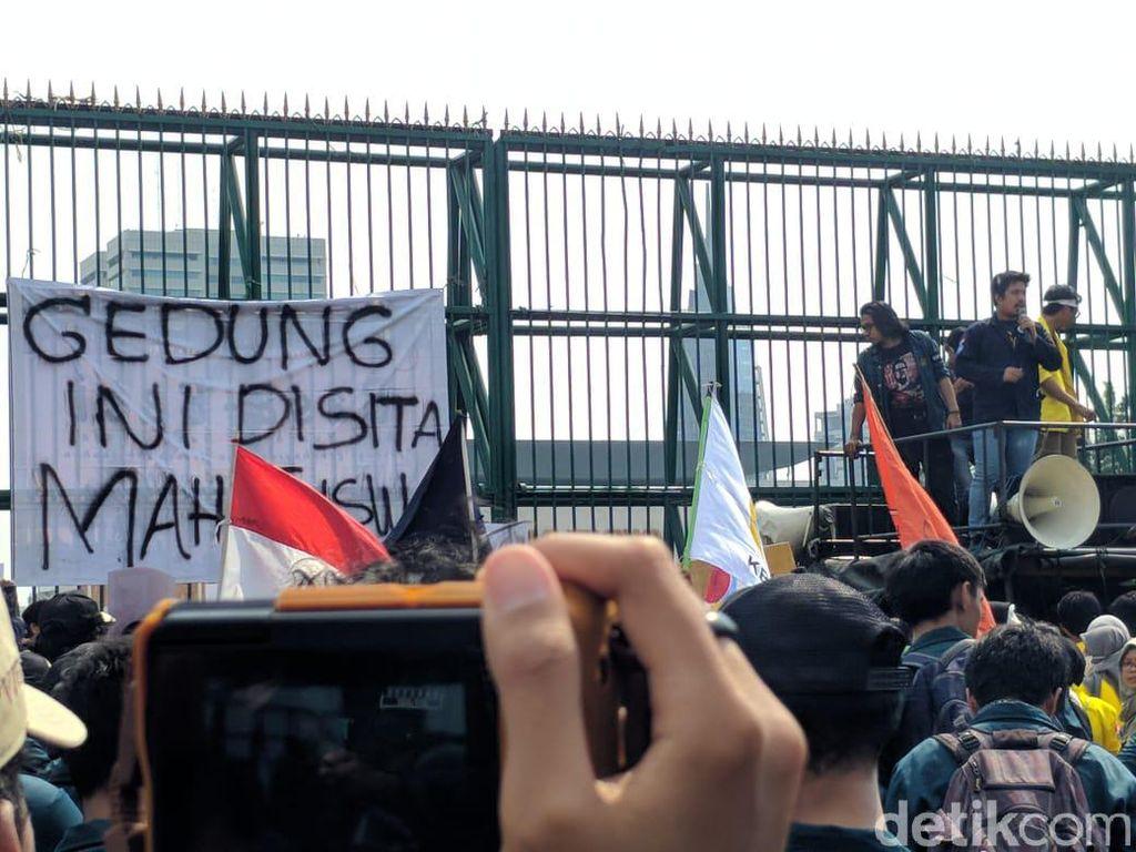 Protes Revisi UU KPK dan RUU KUHP, Mahasiswa Sita Gedung DPR