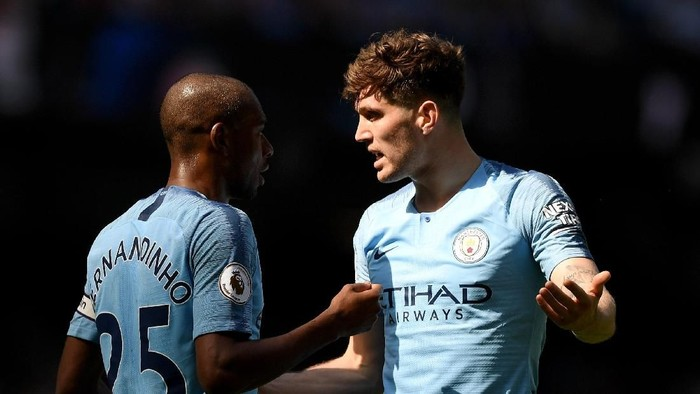 MANCHESTER, ENGLAND - APRIL 20:  John Stones talks to teammate Fernandinho of Manchester City during the Premier League match between Manchester City and Tottenham Hotspur at Etihad Stadium on April 20, 2019 in Manchester, United Kingdom. (Photo by Shaun Botterill/Getty Images)