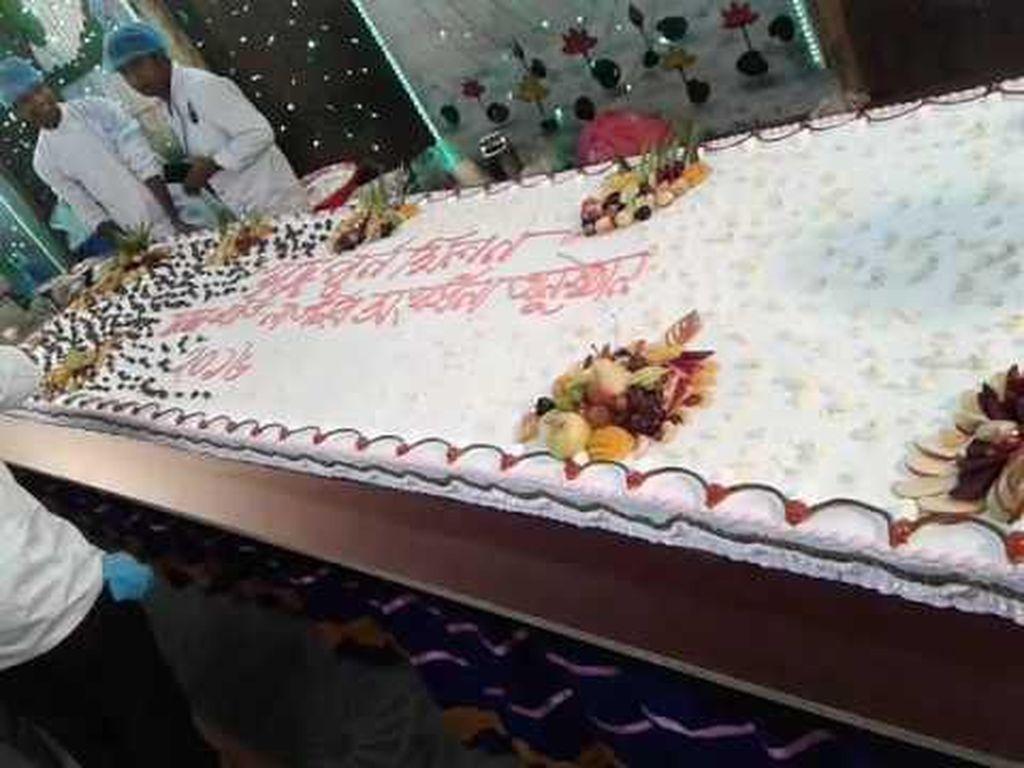 Kue Ulang Tahun Bertema Antikorupsi Ini Panjangnya 200 Meter