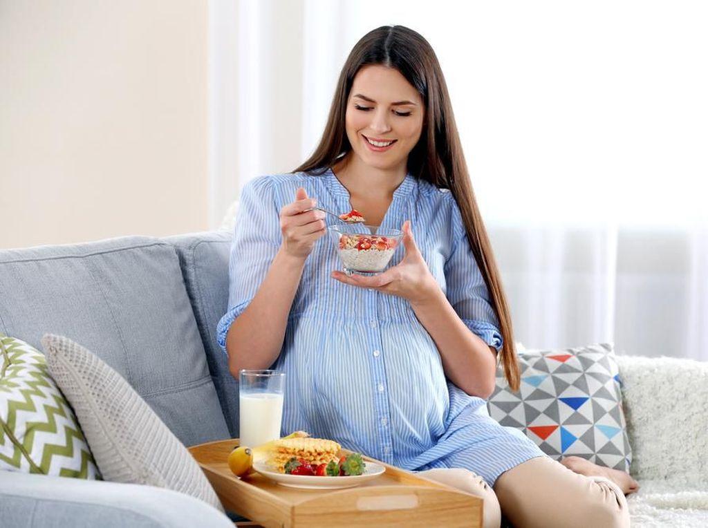 Boleh Nggak Sih Tetap Diet Saat Hamil?
