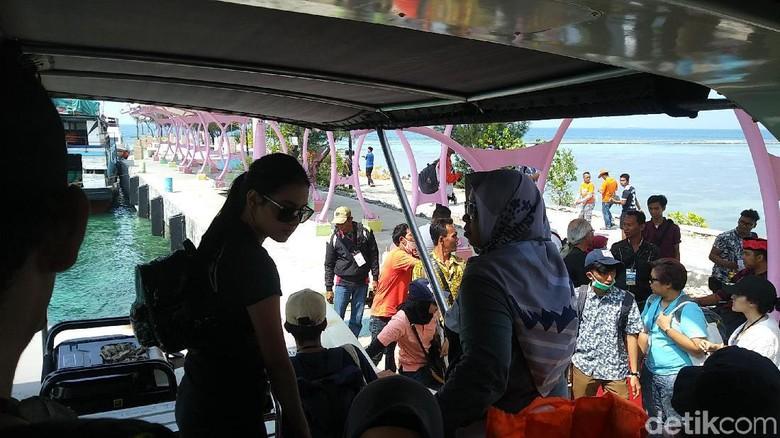 Ilustrasi wisatawan di Kepulauan Seribu (Randy/detikcom)