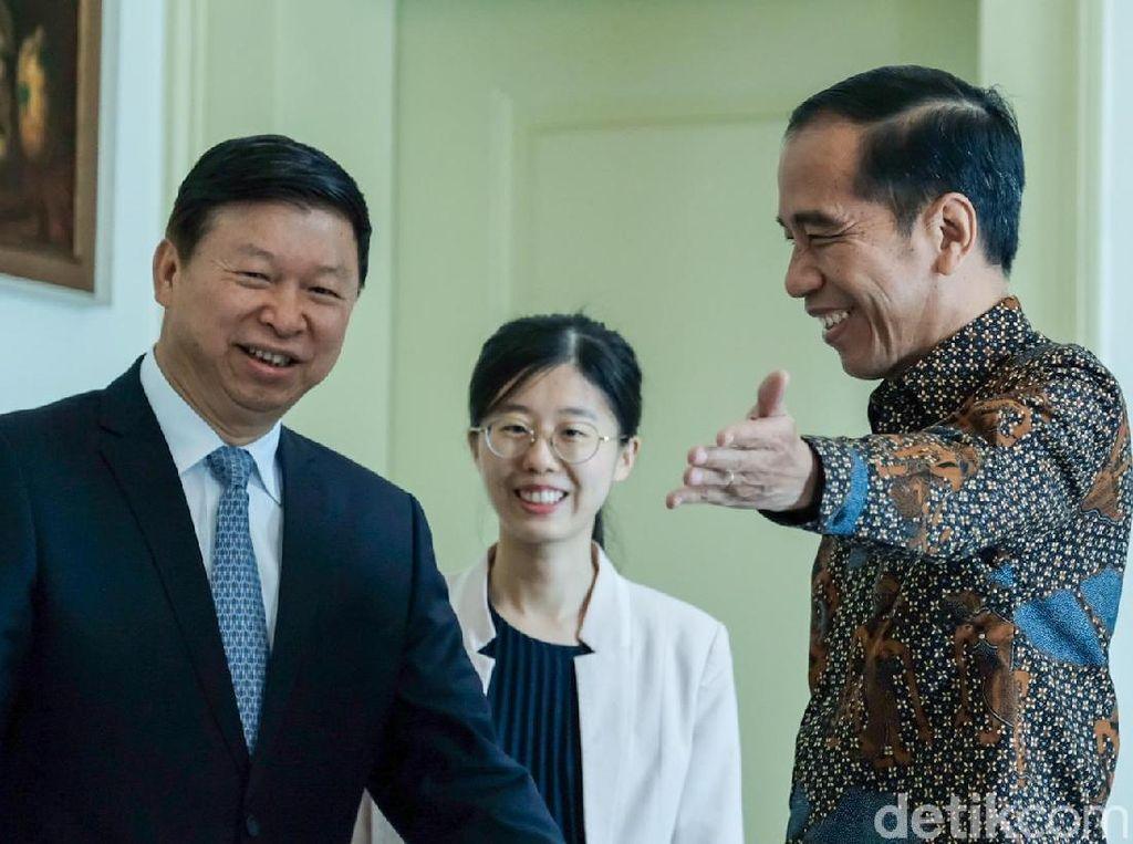 Bertemu Pejabat China, Jokowi Dipuji soal Tol Trans Jawa
