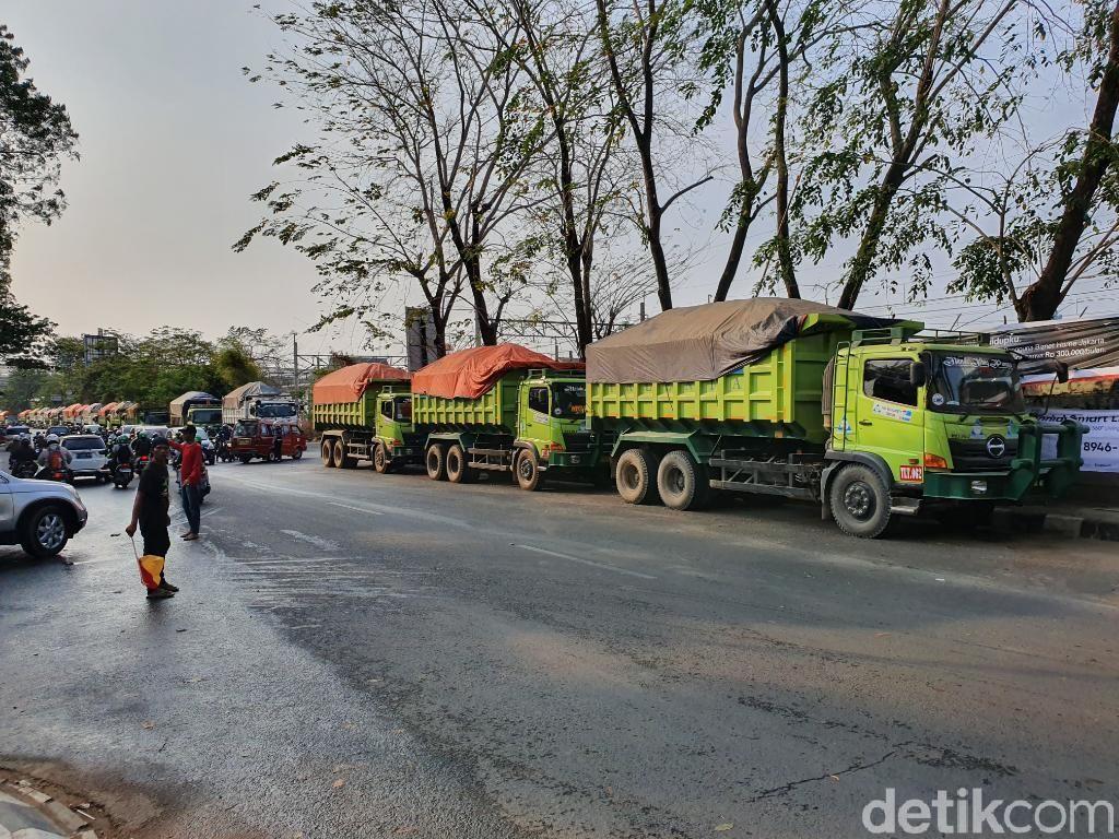 Langgar Jam Operasional, 30 Dump Truck Ditindak Dishub Bekasi