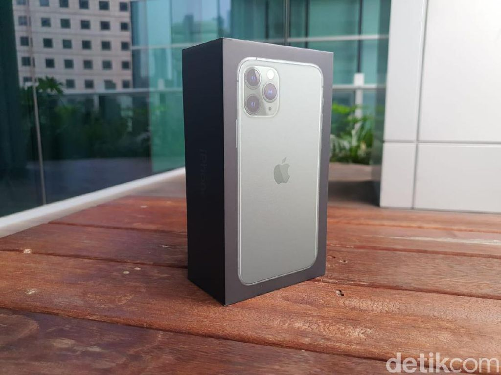 Unboxing iPhone 11 Pro Midnight Green