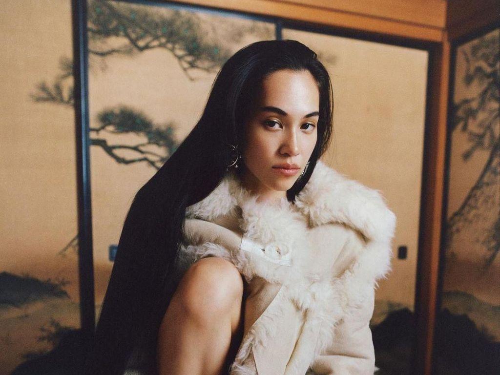 Pose Ngangkang, Model Jepang Kiko Mizuhara Jadi Kontroversi