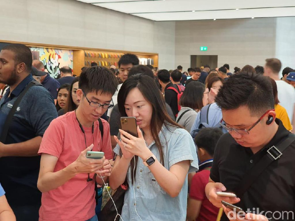 Jajal iPhone 11, Ratusan Orang Serbu Apple Orchard