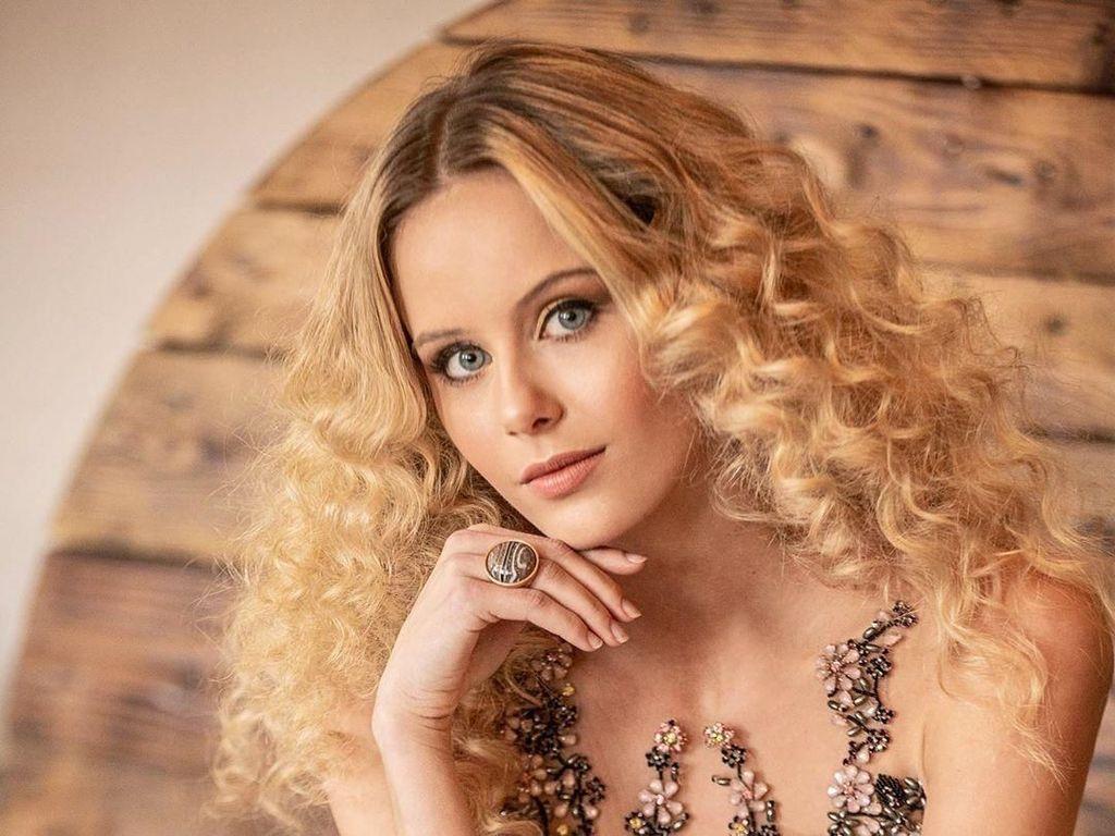 Foto: Wanita Cantik Gantikan Transgender Jadi Juara Miss Universe Spanyol