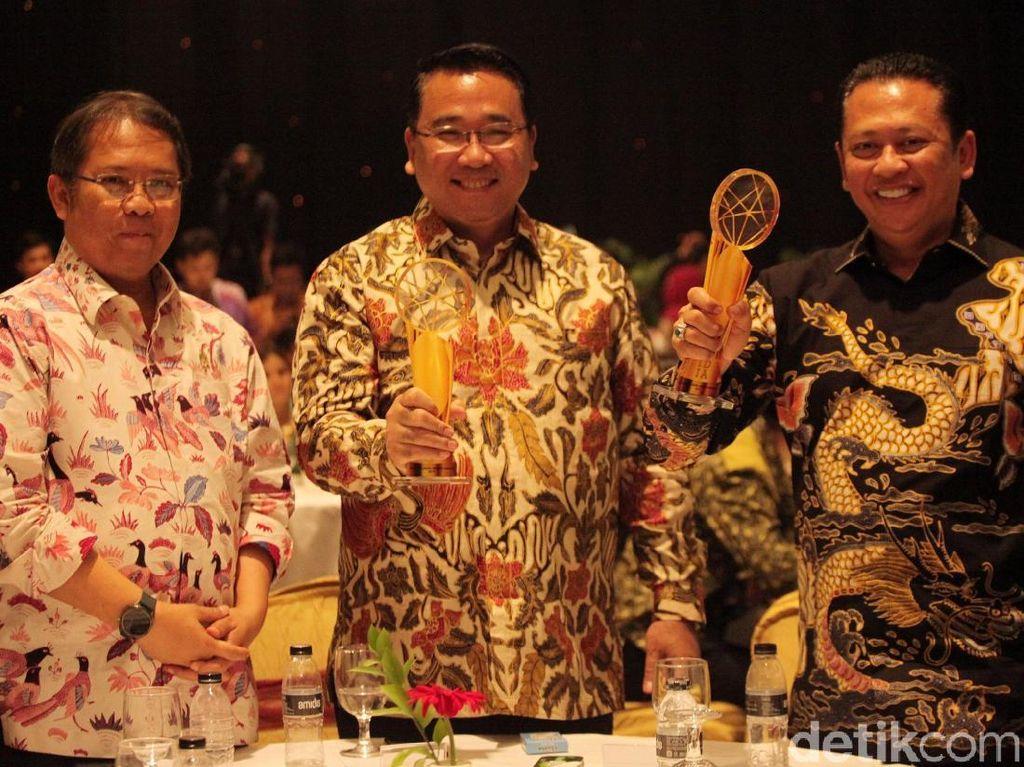 Mendes dan Ketua DPR Raih Indonesia Digital Initiative Award 2019
