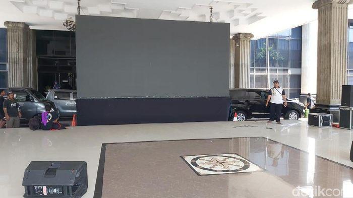 Big screen di kantor Wali Kota Semarang untuk nobar PSIS Semarang vs Persebaya Surabaya di pekan ke-19 Liga 1 2019. (Foto: Angling Adhitya Purbaya/detikSport)