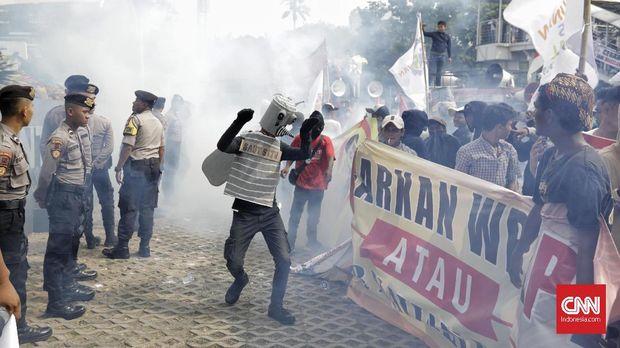 Desak Agus Rahardjo dkk Mundur, Massa Aksi Fogging KPK