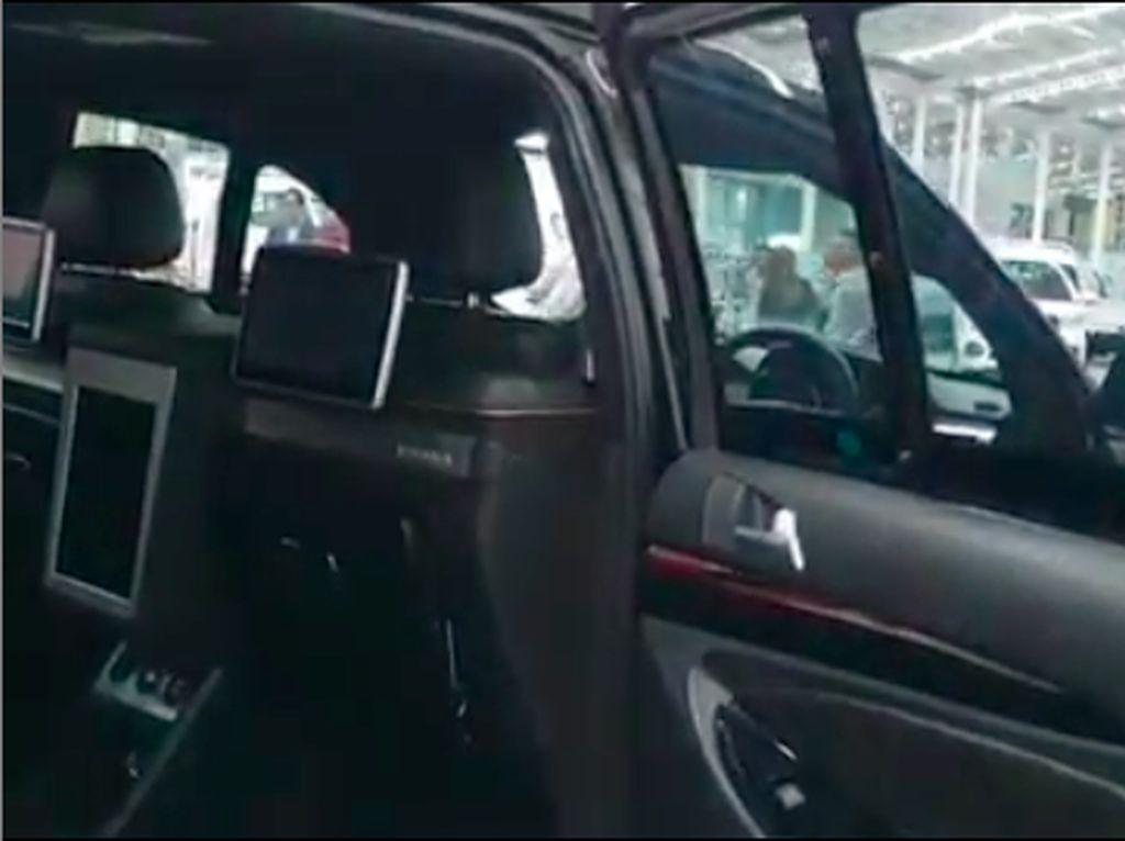 Boleh Juga Nih Dalaman SUV Esemka, Mirip Mobil Eropa!