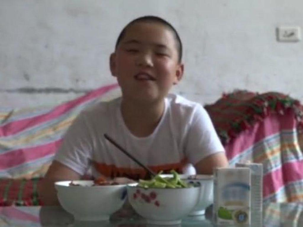 Video Makan Viral Ini Punya Kisah Perjuangan Anak-anak yang Bikin Haru
